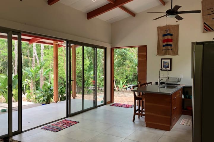 Private Jungle Home Close to the Beach - 4x4 Only
