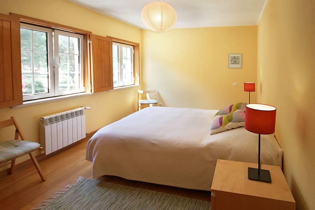 Quarto1 com cama de casal poderá ser incluído um berço