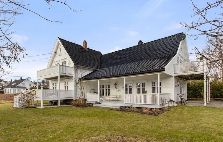 Huset hvor du finner ro og vil føle deg velkommen - Grimstad - Casa