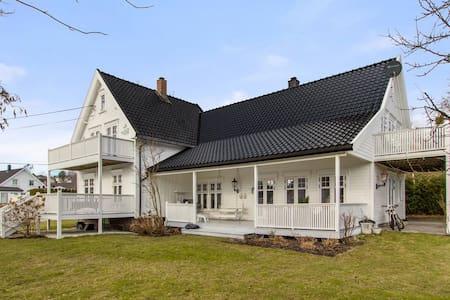 Huset hvor du finner ro og vil føle deg velkommen - Grimstad
