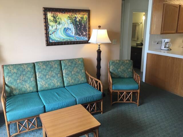 #2 Waikiki Fairway Villa one bedroom w/parking