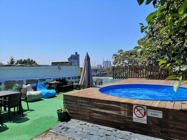Downtown Garden Terrace (with POOL) 21pax.