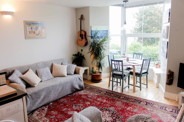 Stylish flat, with parking and Sea views . - Cornwall - Apartment