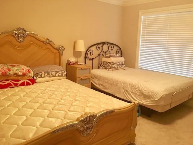 全新列治文海边豪宅,独立出入的一房套间 - Richmond - Villa