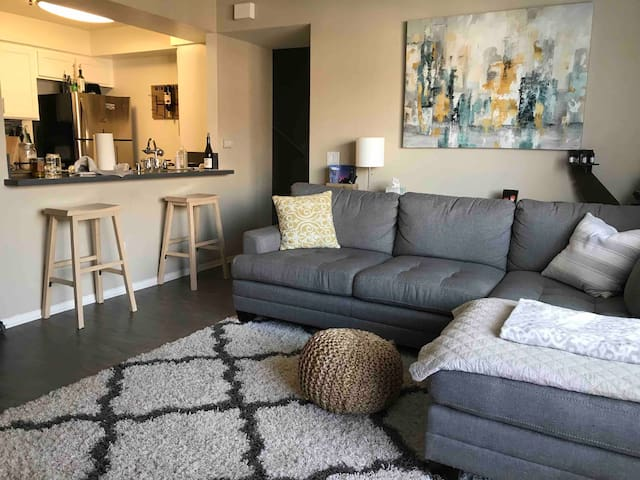 Near LAX and Beaches! Private Bedroom and Bathroom