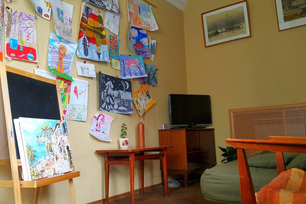 Bedroom (TV + Arts)