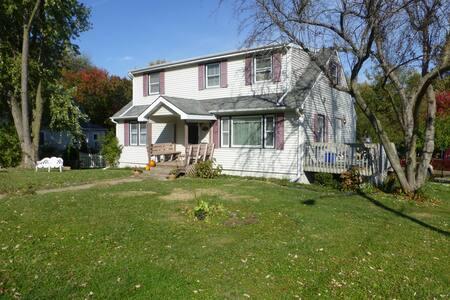 The Robinson House - Iowa City - Talo
