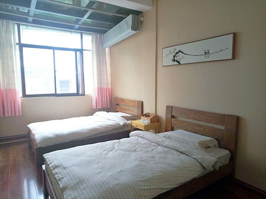 """""""当湖熟地""""双人间,1.2米单人床两个(慕斯记忆棉床垫,水洗棉床品)"""