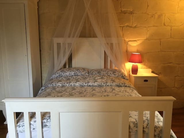 Charming room with pool use - Naxxar - Vierassviitti