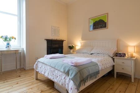 Traditional and Homely in Hyndland - Apartamento