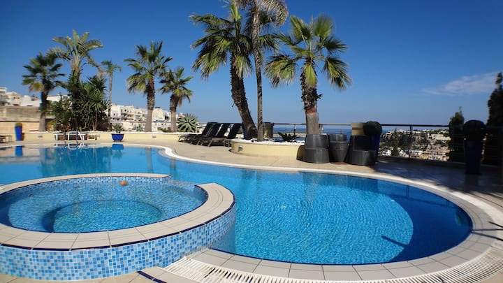 Apartment with Pool ,Sea views from Pool area