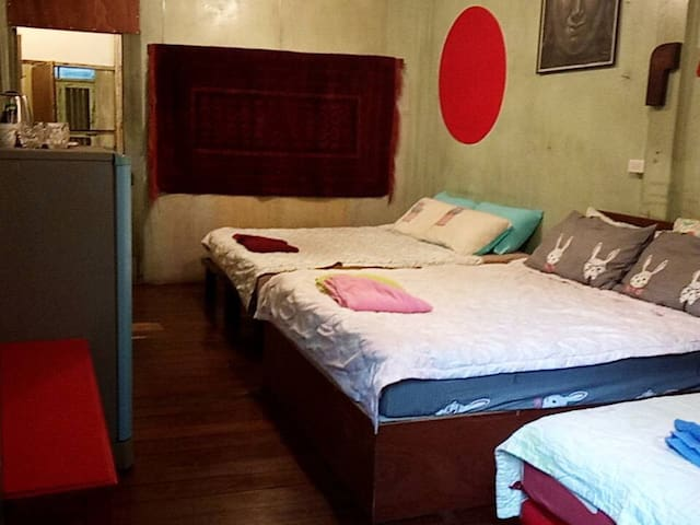 Private bedroom two new queen beds 4 pillows & one new single bed 2 pillows.New air conditioning & fans * fridge* private full bath & walk-out balcony.Enjoy Bkk Bistro Bar next door work meeting space.Eat Drink Be Merry. Saphan Taksin BTS 3 min.walk.