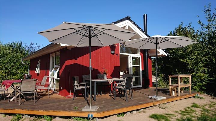 Die Ostseehütte - rotes Schwedenhaus an der Ostsee