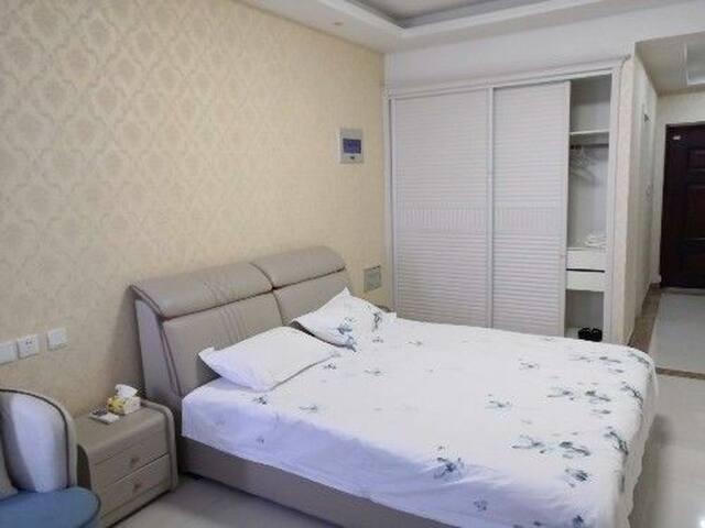 齐鲁园广场公寓温馨地中海