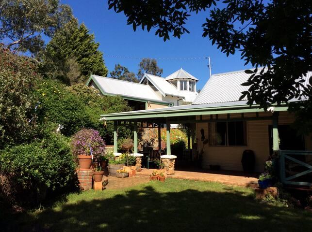 Open Home for bushfire respite. Please message me.