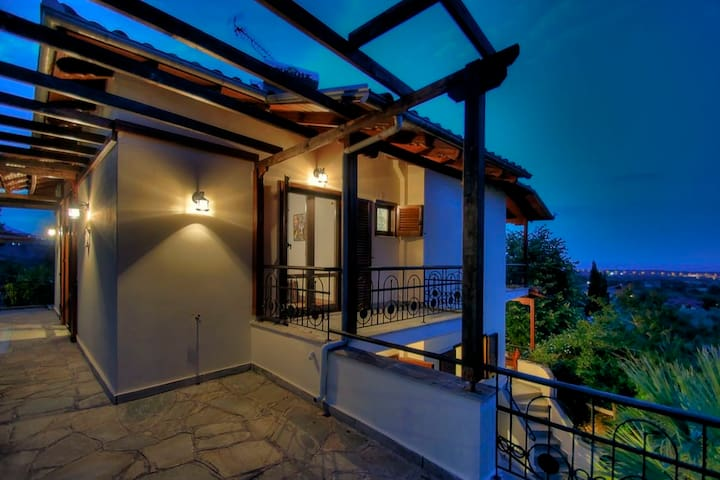 Villa Doris on Mount Olympus with sea view - Skotina - Casa