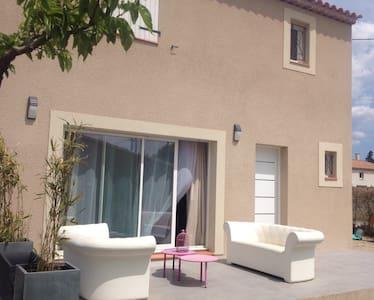 Maison récente 100m2 idéal famille - Salon-de-Provence - บ้าน