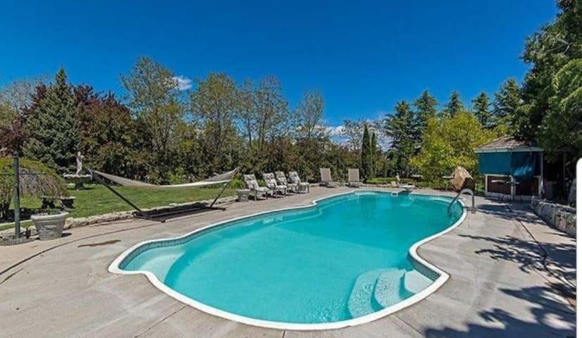 Large home 12 minutes to Mt Rose w/ Swimming pool.