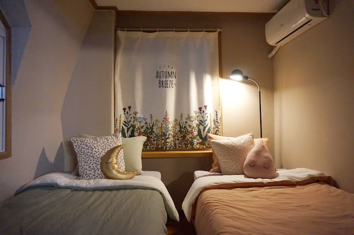 Hongdae homestay 2 single beds Twin room