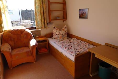 Nice comfy 1 BED  Messe: Bus+U= 18min /28 min City - Nürnberg - Huis