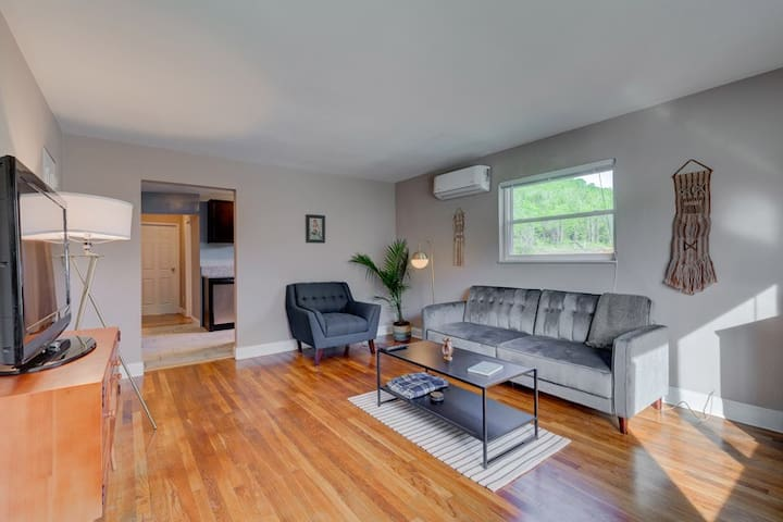 ♛Mid-Century Modern - Bright & Private 1 bed★