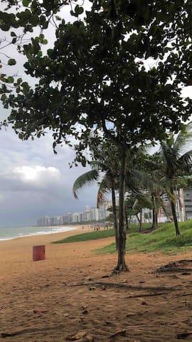 QUARTO EM AP VILA VELHA - 2min. da Praia de Itapuã