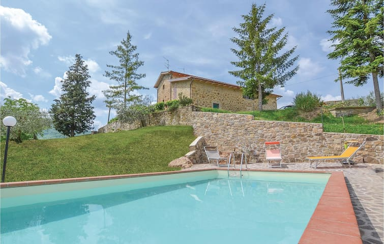 Holiday cottage with 3 bedrooms on 180m² in Arezzo (AR)