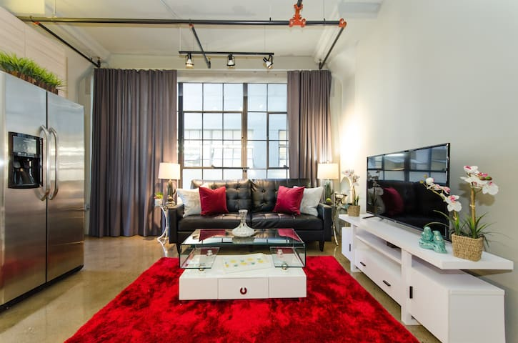 Downtown LA SENSATIONAL One Bedroom Suite