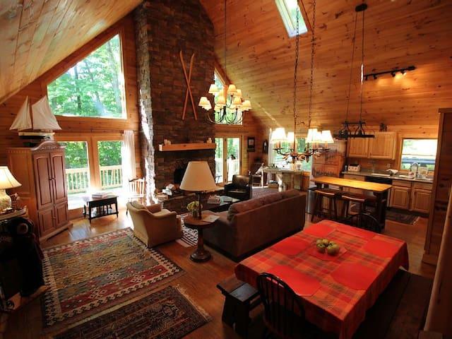 Spacious Log Cabin W/ Creek 2 Min From Ski Resort
