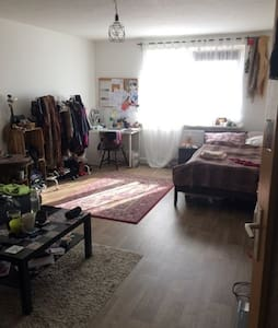 Privates Zimmer in herzlicher WG im Herzen der KTV