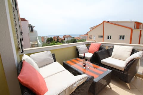 Apartments Gotovac - One Bedroom Apartment with Sea View and Terrace