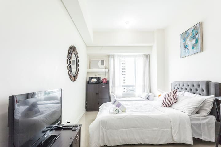 Pleasant & Cozy Studio Unit near Greenbelt Mall