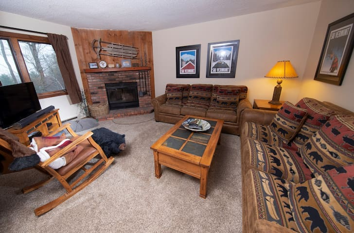 Cozy Mountainside Condo in a Great Location | Access to Pools, Hot Tubs, Sauna nearby!