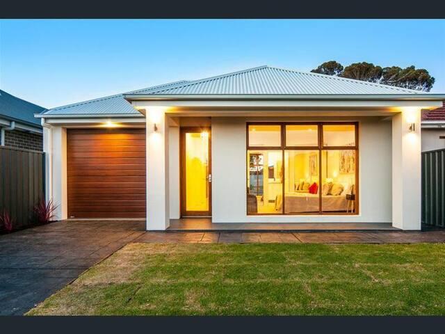 Brand new home near Flinders Uni, beach & city.