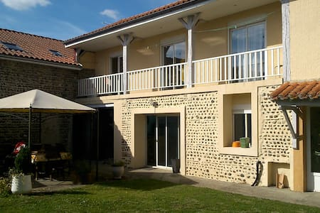 Chambre avec balcon proche Marciac - Maubourguet - Townhouse