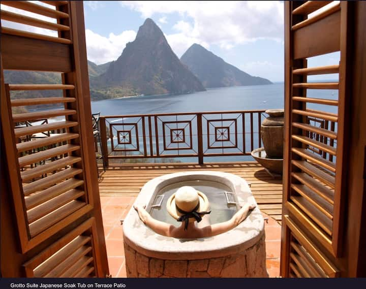 Grotto Suite Ocean/Piton View King Bed w/breakfast