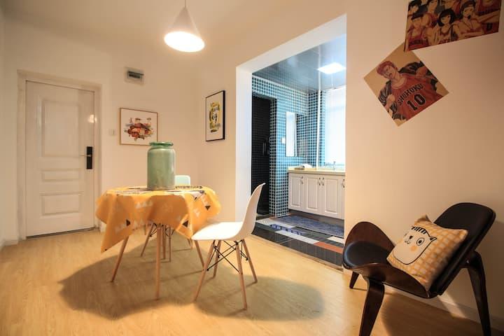 【空空樊也】运河景区/近小河直街/大悦城 剪辑师和猫的家次卧一居室