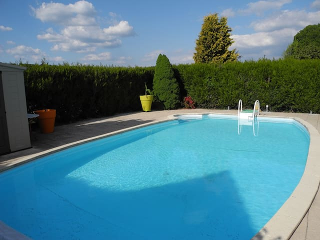 Gite du grand Bambois avec piscine - Felon - Appartement