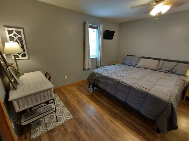 Bedroom & workspace