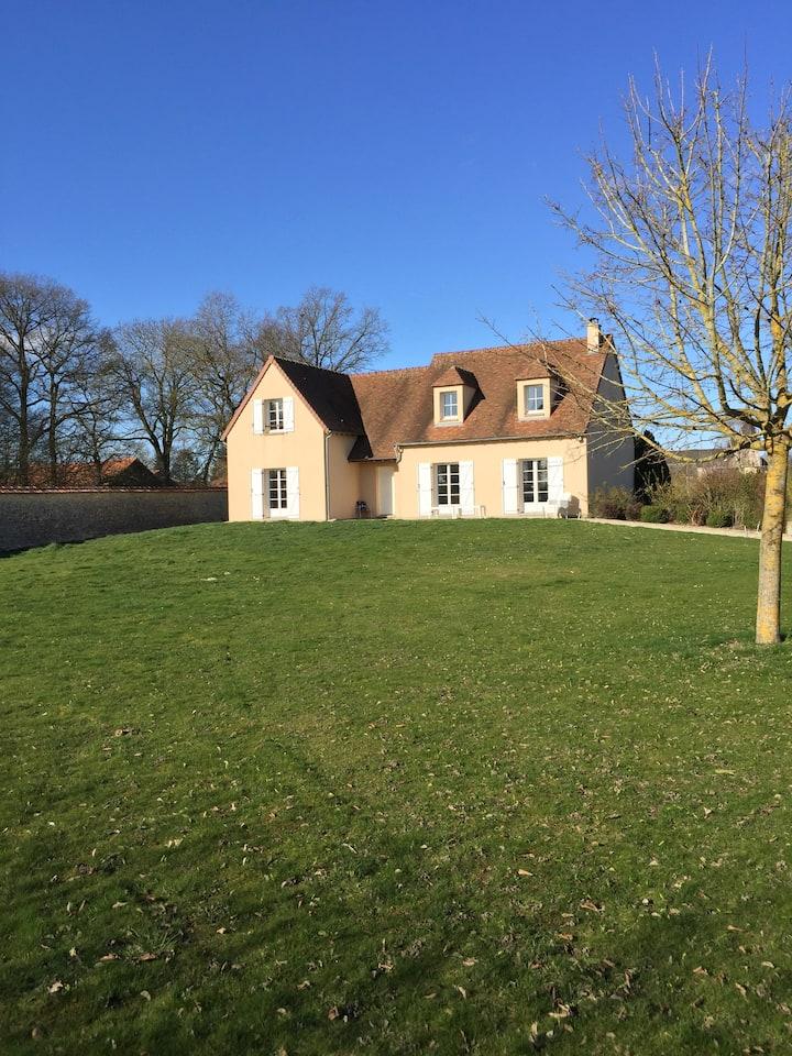 villa avec grande piscine 1h Paris 15km Chartres