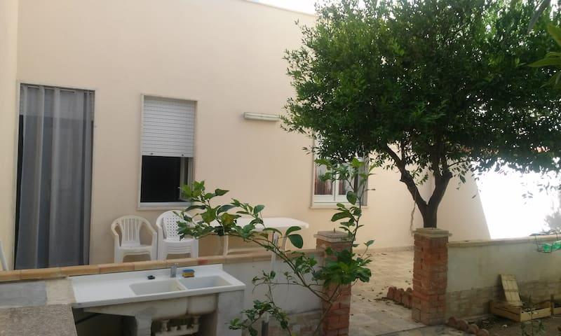 Casa con ampio giardino in centro storico - Trapani - Rumah
