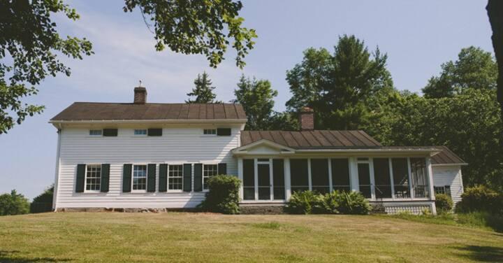 Historic Farmhouse to enjoy History and Nature
