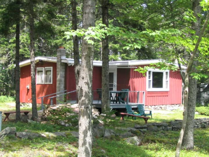 The Red Cottage at Buck's Crossing