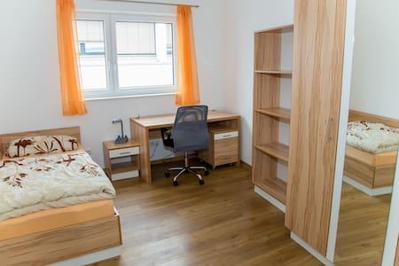 Günstige Gästezimmer im Studentenhaus Steyr - Steyr - Apartamento