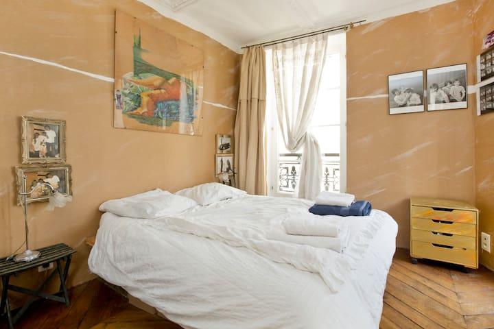 Chambre ensoleill e paris centre 7511001220526 for Un poco chambre separee
