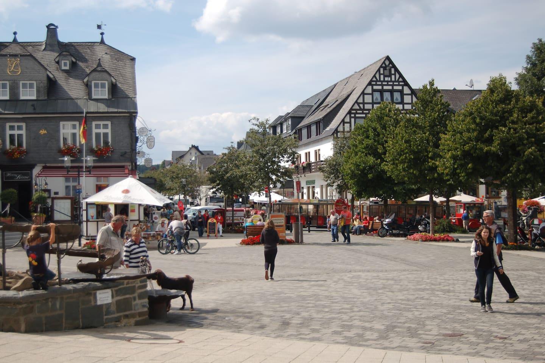 Het appartement ligt heel centraal op nog geen 50 meter van de Marktplatz
