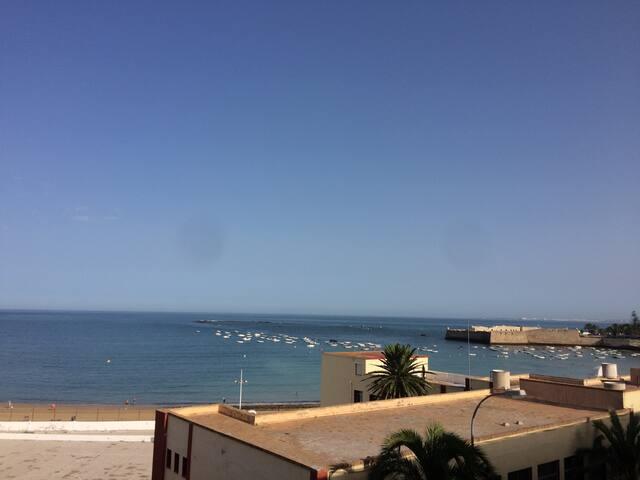 Piso en Cádiz, enfrente de la Playa de la Caleta - Cádiz - Ev