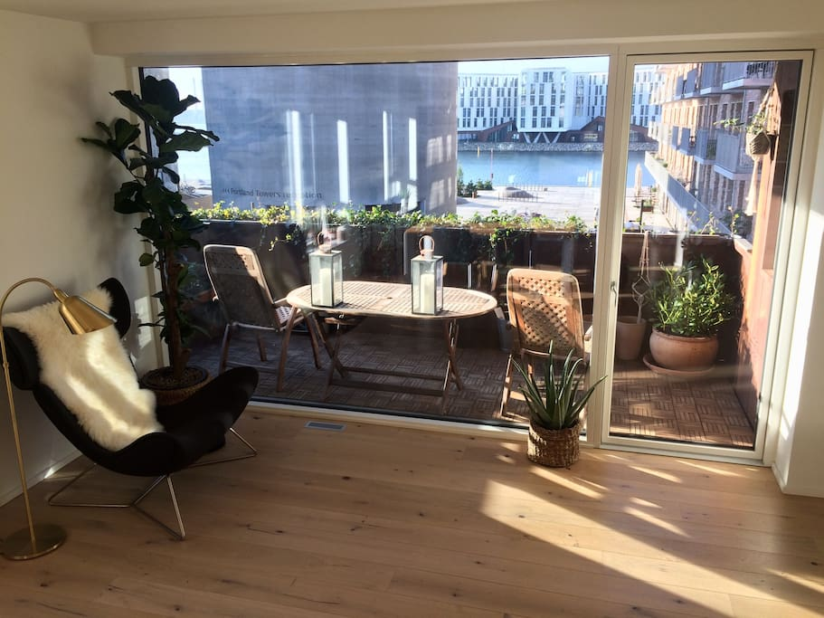 Enjoy a tea, coffee, beer or glass of wine on the balcony?