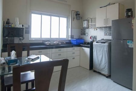 Cozy & Sunny 2BHK apartment in the heart of Mumbai