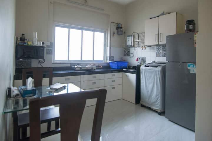 Cozy & Sunny 2BHK apartment in the heart of Mumbai